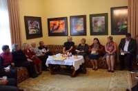 Dailininko Adomo Galdiko parodos atidarymas Rietavo Oginskių kultūros istorijos muziejuje. Prisiminimais apie Galdikų giminę iš Giršinų kaimo (Skuodo r.) dalinasi viešnia iš Vidmantų (Kretingos r.) p. Nijolė Markauskaitė Rimkienė