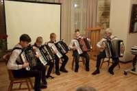 Muzikinis Rietavo M. K. Oginskio meno mokyklos akardeonistų ansamblio pasveikinimas. Ansamblio vadovas moytojas Juozas Barsteiga